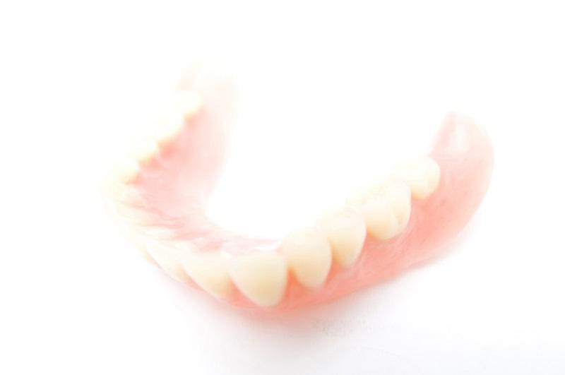 藤沢市辻堂の歯医者・歯科の阿部歯科CTクリニックの入れ歯の種類